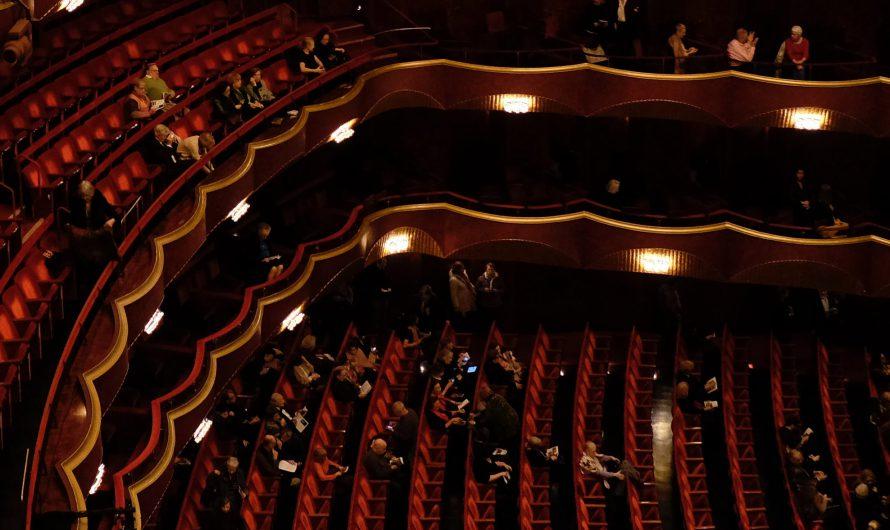 Ist ein halbleerer Theatersaal eine coronabedingt verbotene Großveranstaltung? – Bestandsaufnahme zu den aktuellen Coronaverordnungen der Bundesländer