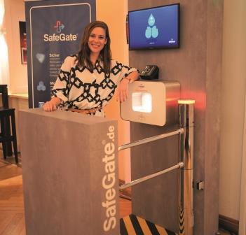 SafeGate® –Personenschleuse mit automatisiertem COVID-19-Check für Theater