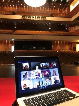"""Wie können digitale Medien jungen Menschen helfen, sich dem Thema """"Oper"""" zu nähern?"""